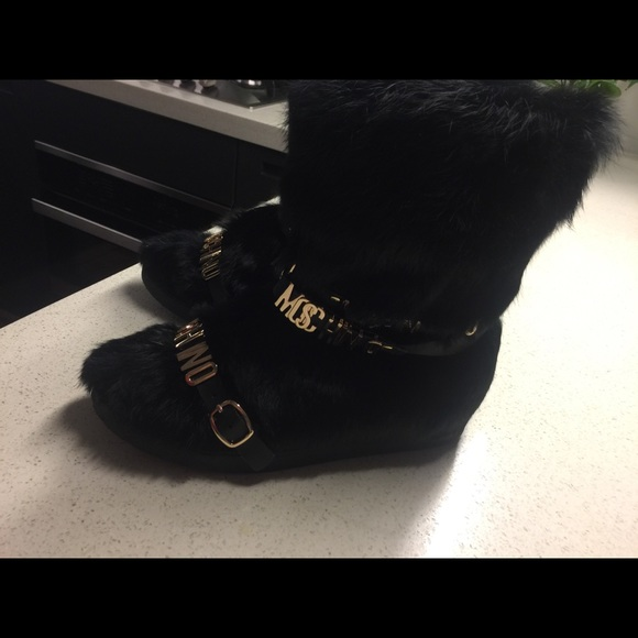 Moschino Shoes - Buckled fox-fur snow boots